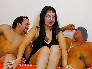 Anal Mature MILF Threesome