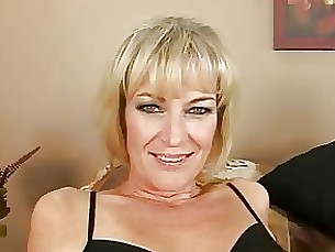 blonde mature dildos herself