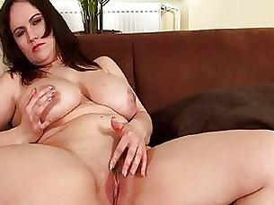 Big boobed MILF rubs her clit