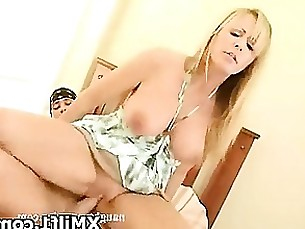 Explicit Sexy Cougar Seduced And Screwed