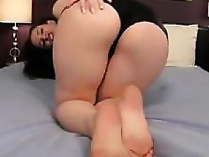 Arab MILF Teases Her Great Looking Ass