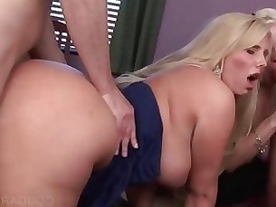 Blonde cougars get wet pussies smashed hard in 5some