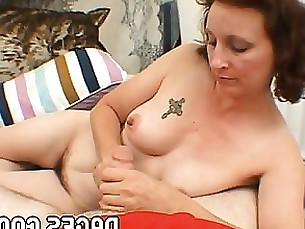 Drunk and imbecile mom don't know how to suck and stroke a cock well