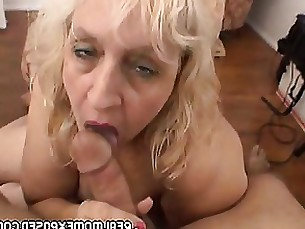 Mature woman gets a warm facial!