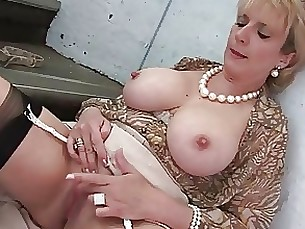 Milf Sonia Flashing On The Stairs