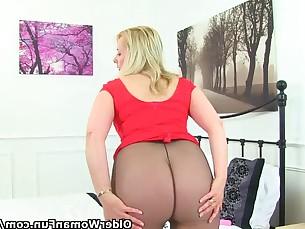 Amateur Blonde Mammy Mature MILF Nylon Panties Striptease