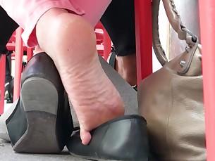 Amateur Cute Feet Foot Fetish Mammy MILF Playing